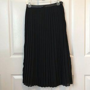 Banana Republic pleated midi skirt. Size 2.
